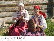 Купить «Две женщины играют на народных инструментах», фото № 351618, снято 6 июля 2008 г. (c) Александр Лядов / Фотобанк Лори