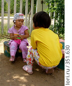 Купить «Давай по - секретничаем», фото № 351630, снято 4 июля 2008 г. (c) Мукашева Асель / Фотобанк Лори