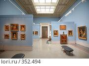 Купить «В Пушкинском музее, Москва», фото № 352494, снято 22 мая 2018 г. (c) Losevsky Pavel / Фотобанк Лори