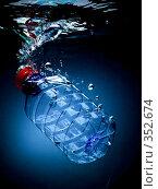 Купить «Бутылка с питьевой водой, падающая в воду, на черно-синем фоне с воздушными пузырьками», фото № 352674, снято 9 июля 2008 г. (c) Мельников Дмитрий / Фотобанк Лори