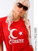 Купить «Девушка в красной футболке», фото № 352690, снято 4 июля 2008 г. (c) Михаил Мандрыгин / Фотобанк Лори