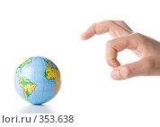 Купить «Рука, угрожающая глобусу Земли», фото № 353638, снято 28 мая 2008 г. (c) Мельников Дмитрий / Фотобанк Лори