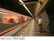 Купить «Пражское метро. Чехия», фото № 354522, снято 5 июля 2008 г. (c) Наталья Белотелова / Фотобанк Лори