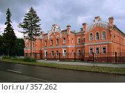 Купить «Старинное стилизованное здание. Больница», фото № 357262, снято 12 июля 2008 г. (c) Марюнин Юрий / Фотобанк Лори