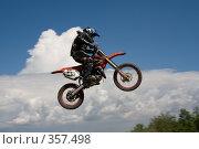 Купить «Мотоцикл на фоне неба», фото № 357498, снято 6 июля 2008 г. (c) Евгений Батраков / Фотобанк Лори