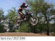 Купить «Мотогонки», фото № 357590, снято 6 июля 2008 г. (c) Евгений Батраков / Фотобанк Лори