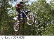 Купить «Мотоцикл в полете», фото № 357638, снято 6 июля 2008 г. (c) Евгений Батраков / Фотобанк Лори