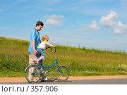 Купить «Прогулка», фото № 357906, снято 4 июля 2008 г. (c) Майя Крученкова / Фотобанк Лори