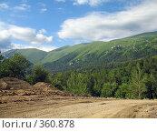 Купить «Дорога, ведущая к горам», фото № 360878, снято 11 июля 2008 г. (c) Влад / Фотобанк Лори
