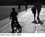 Солнечный вечер на Дворцовой площади (2008 год). Редакционное фото, фотограф Светлана Кудрина / Фотобанк Лори
