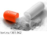 Купить «Открытая капсула с лекарством», фото № 361962, снято 16 июля 2008 г. (c) Светлана Симонова / Фотобанк Лори