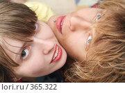 Купить «Улыбающиеся пара», фото № 365322, снято 17 мая 2008 г. (c) Сергей Сухоруков / Фотобанк Лори