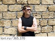 Купить «Молодой человек в солнцезащитных очках», фото № 365370, снято 30 мая 2008 г. (c) Сергей Сухоруков / Фотобанк Лори