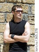 Купить «Молодой человек в солнцезащитных очках», фото № 365378, снято 30 мая 2008 г. (c) Сергей Сухоруков / Фотобанк Лори