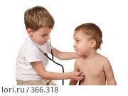 Купить «Дети играют в доктора», фото № 366318, снято 15 августа 2018 г. (c) Losevsky Pavel / Фотобанк Лори