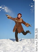 Купить «Девушка зимой», фото № 366526, снято 22 июня 2018 г. (c) Losevsky Pavel / Фотобанк Лори