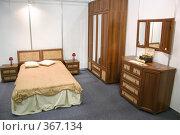 Купить «Деревянная мебель. Спальня», фото № 367134, снято 15 ноября 2018 г. (c) Losevsky Pavel / Фотобанк Лори