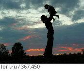 Купить «Силуэт матери и ребенка», фото № 367450, снято 23 июля 2006 г. (c) Losevsky Pavel / Фотобанк Лори