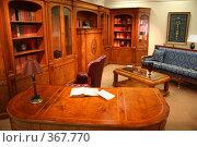 Купить «Домашняя библиотека», фото № 367770, снято 27 мая 2019 г. (c) Losevsky Pavel / Фотобанк Лори