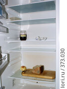 Купить «Пустой холодильник холостяка», фото № 373030, снято 26 июля 2008 г. (c) Константин Жидов / Фотобанк Лори