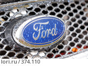 Купить «Мокрый знак Ford», фото № 374110, снято 17 июня 2008 г. (c) Крупнов Денис / Фотобанк Лори