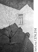 Купить «Петербургские метаморфозы. Окно в небо. Двор-колодец.», эксклюзивная иллюстрация № 374314 (c) Румянцева Наталия / Фотобанк Лори