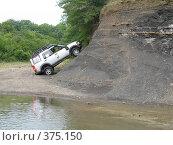 Купить «Вседорожный автомобиль въехал на горку», фото № 375150, снято 6 июля 2008 г. (c) Влад / Фотобанк Лори