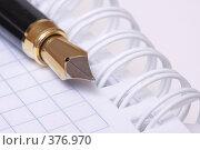 Купить «Ручка и блокнот», эксклюзивное фото № 376970, снято 3 июля 2008 г. (c) Дмитрий Неумоин / Фотобанк Лори