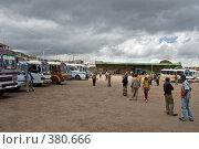 Автобусная станция в Асселе, Эфиопия (2008 год). Редакционное фото, фотограф Александр Волков / Фотобанк Лори