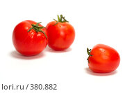 Купить «Два помидора и еще один в стороне на белом фоне», фото № 380882, снято 31 июля 2008 г. (c) Олег Пивоваров / Фотобанк Лори