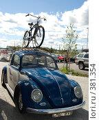 Купить «Старинный автомобиль и велосипед», эксклюзивное фото № 381354, снято 25 июля 2008 г. (c) Tamara Sushko / Фотобанк Лори