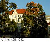 Купить «Дом с красной крышей», фото № 384082, снято 15 октября 2005 г. (c) Ekaterina Chernenkova / Фотобанк Лори