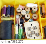 Купить «Коробка со швейными принадлежностями», фото № 385270, снято 17 октября 2018 г. (c) Ivan Korolev / Фотобанк Лори