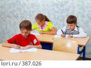 Купить «Начальная школа. Дети на уроке», фото № 387026, снято 19 августа 2007 г. (c) Doc... / Фотобанк Лори