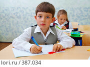 Купить «Начальная школа. Дети на уроке», фото № 387034, снято 19 августа 2007 г. (c) Doc... / Фотобанк Лори