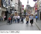 Купить «Улица пешеходов», фото № 389282, снято 8 августа 2005 г. (c) Вячеслав Смоленский / Фотобанк Лори