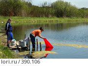 Купить «Стирка белья на деревенском пруду», фото № 390106, снято 14 января 2005 г. (c) Ольга Дроздова / Фотобанк Лори