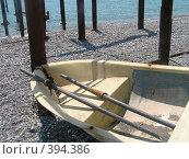Купить «Лодка на берегу», фото № 394386, снято 25 июля 2007 г. (c) Назаренко Ольга / Фотобанк Лори