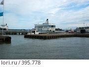 Купить «Лайнер на пристани в порту города Хельсинки», фото № 395778, снято 2 августа 2008 г. (c) Андрей Некрасов / Фотобанк Лори