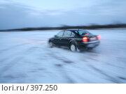 Купить «Автомобиль в снегу (эффект движения)», фото № 397250, снято 29 января 2008 г. (c) Никончук Алексей / Фотобанк Лори