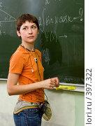 Купить «Старшеклассница у доски», фото № 397322, снято 19 августа 2007 г. (c) Татьяна Белова / Фотобанк Лори