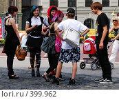 Купить «Группа подростков-эмо.Встреча», фото № 399962, снято 11 августа 2008 г. (c) Мирослава Безман / Фотобанк Лори