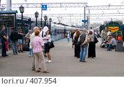 Купить «На перроне Ярославского вокзала», фото № 407954, снято 12 июня 2008 г. (c) urchin / Фотобанк Лори