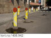 Купить «Заграждения против парковки», фото № 408942, снято 16 августа 2008 г. (c) Ярослава Синицына / Фотобанк Лори