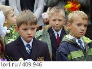 Купить «Дети на линейке первого сентября у школы», фото № 409946, снято 1 сентября 2007 г. (c) Михаил Мозжухин / Фотобанк Лори