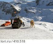 Купить «Готовность к спасательной операции в горах зимой - сани-каталки, снегоход, собака», фото № 410518, снято 2 февраля 2006 г. (c) Fro / Фотобанк Лори