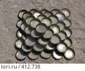 Купить «Пирамида из пивных пробок на песке», фото № 412738, снято 11 июня 2008 г. (c) Иван Мацкевич / Фотобанк Лори