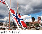 Купить «Норвежские флаги на фоне Ратуши. Осло. Норвегия», фото № 413502, снято 16 августа 2008 г. (c) Екатерина Овсянникова / Фотобанк Лори