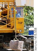 Купить «Крановщик за работой», фото № 415558, снято 13 июня 2008 г. (c) Дмитрий Яковлев / Фотобанк Лори