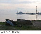 Купить «Соловки. Вечерний вид на Тамарин причал с берега с лодками на переднем плане.», эксклюзивное фото № 418242, снято 14 июля 2007 г. (c) Тамара Заводскова / Фотобанк Лори